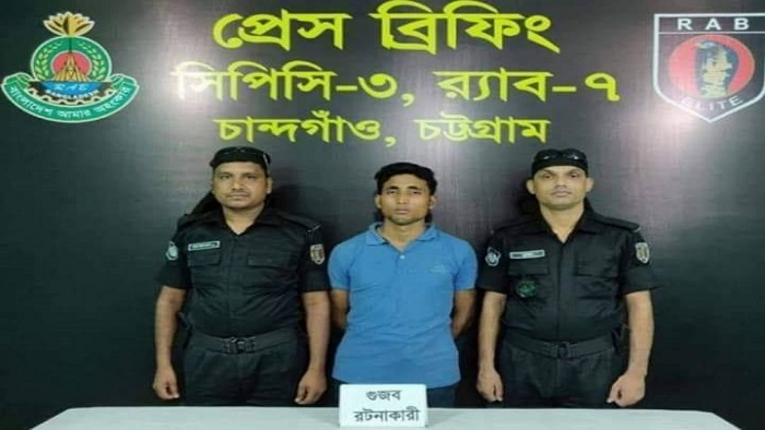 Detainee Md Arman Hossain (middle)