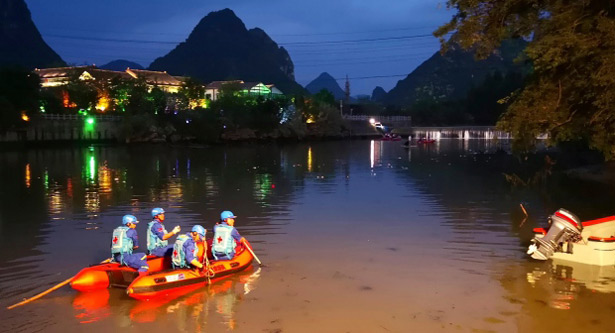 Rescuers search for missing boaters on the Taohua River