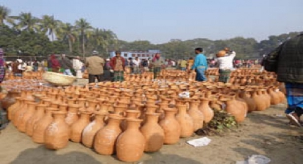 Date molasses business gets boost in Sarojganj
