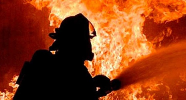 Multi-storey building catches fire at Paltan