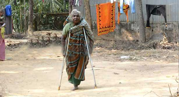 Proud mother of six martyrs lives as a beggar