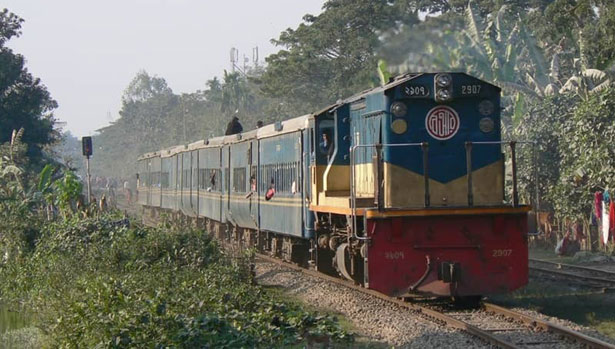 Two found dead on railway line in Kulaura