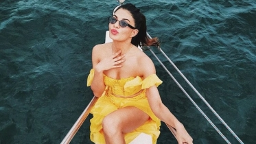 Jacqueline stuns in yellow during birthday trip in Sri Lanka
