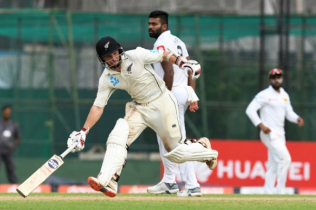 Watling, Grandhomme put NZ ahead in 2nd Test