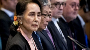 Suu Kyi sat frozen in ICJ