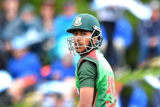 Bangladesh loses Soumya early