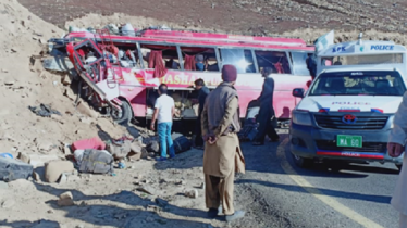 26 killed as bus rams into hill in Pakistan
