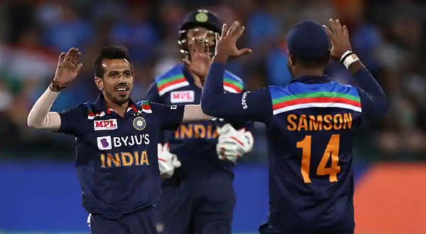 Yuzvendra Chahal celebrates with teammates after picking up a wicket (Photo: Collected)