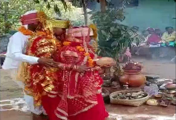 Man marries 2 women together