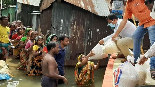 Brahmanbaria Sadar UNO Pankaj Barua distributed food items among flood victims