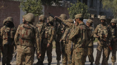 4 Pakistani soldiers killed in clash with militants