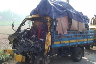 Two killed in truck-pickup van collision in Tangail