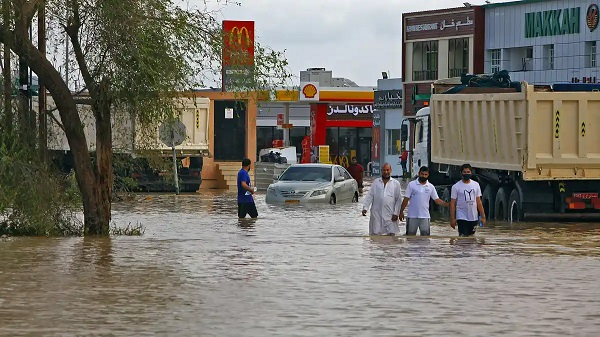 11 dead, widespread flooding as cyclone hits Oman