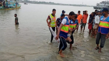 26 killed as speedboat collides with bulkhead on Padma