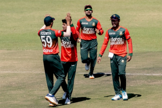 Aus in trouble after losing 3 early wickets