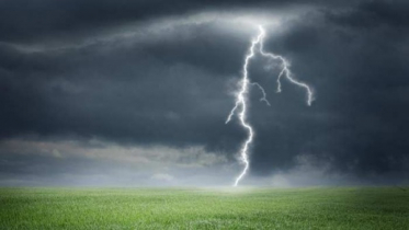 2 farmers killed in lightning strike while cutting grass