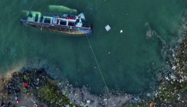 10 killed as boat overturns In China